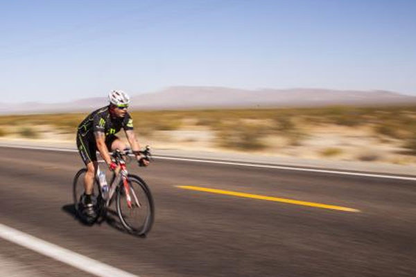 biker in Race Across America 600x400
