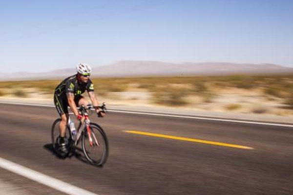 biker in Race Across America 600x400