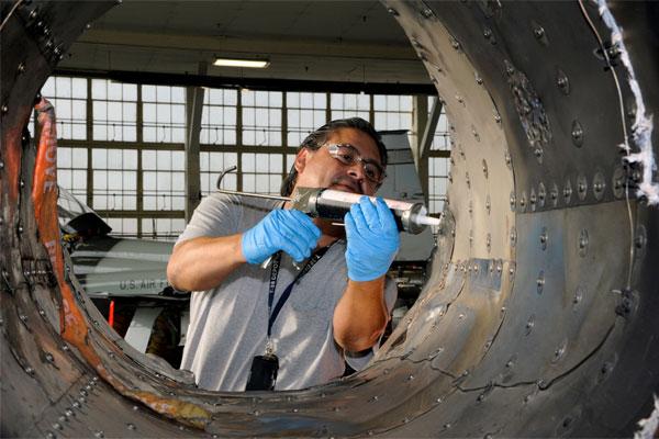 Oscar Almeida repairs T-38 600x400