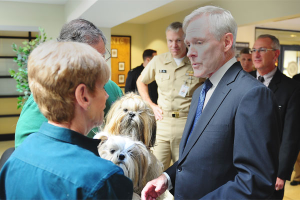 Ray Mabus with Hope Animal Assistance Crisis Response 600x400