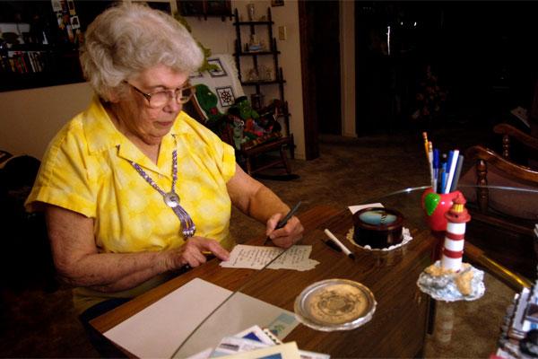 Lois Bouton writes letter 600x400