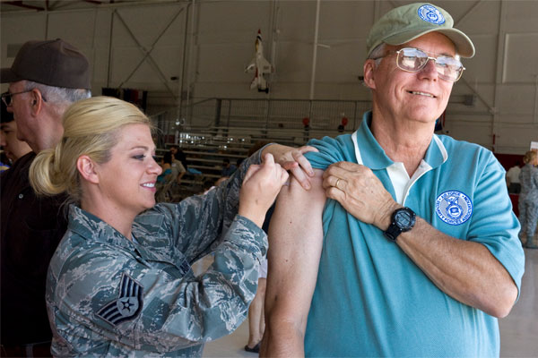 Air Force retiree gets flu shot 600x400