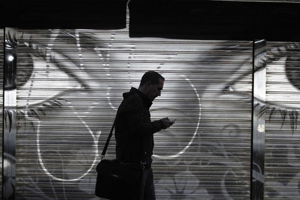 Man looks at cellphone 600x400