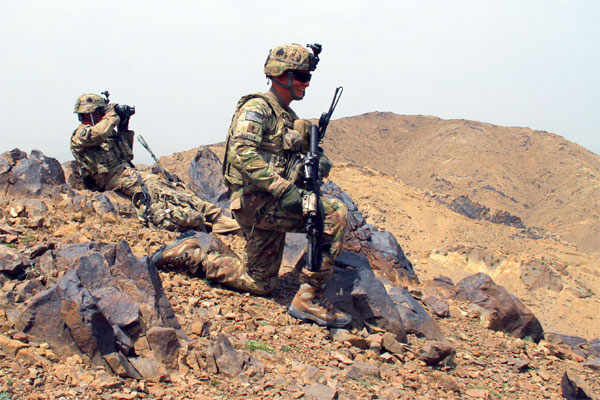 Soldier Soldier uses Lightweight Laser Designator Rangefinder