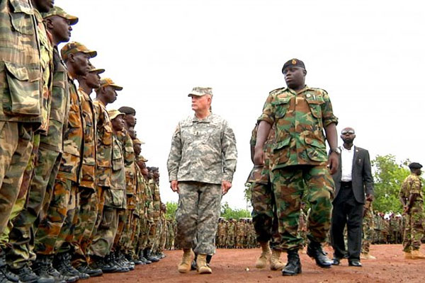 Maj. Gen. David R. Hogg inspects Sierra Leone troops