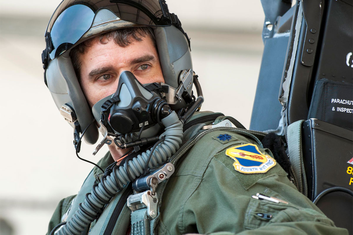 air force fighter pilot reaches 3000 flying hours