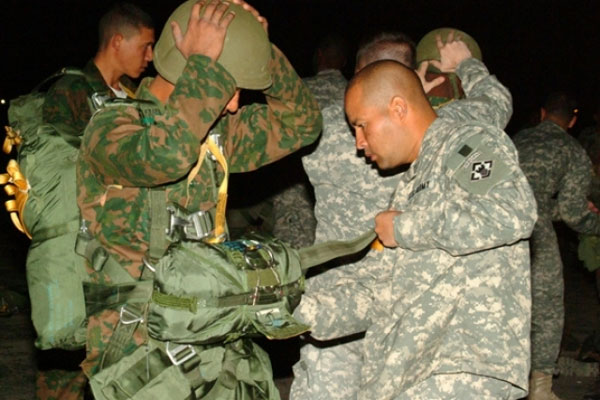 A U.S. jumpmaster conducts an inspection of an Egyptian paratrooper before the Bright Star Friendship Jump.