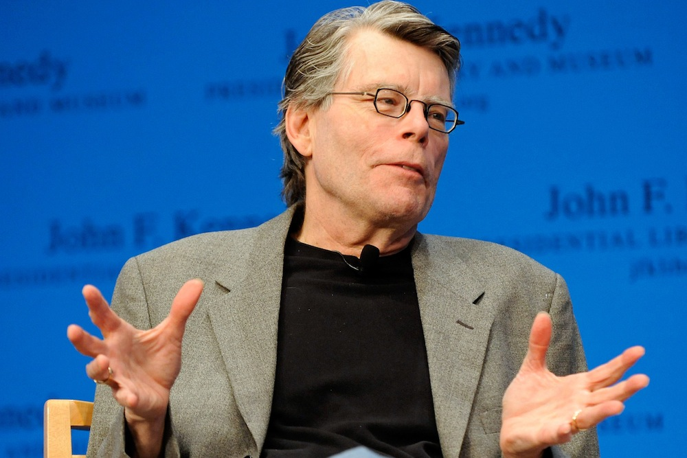 stephen king writes post-newtown essay on guns