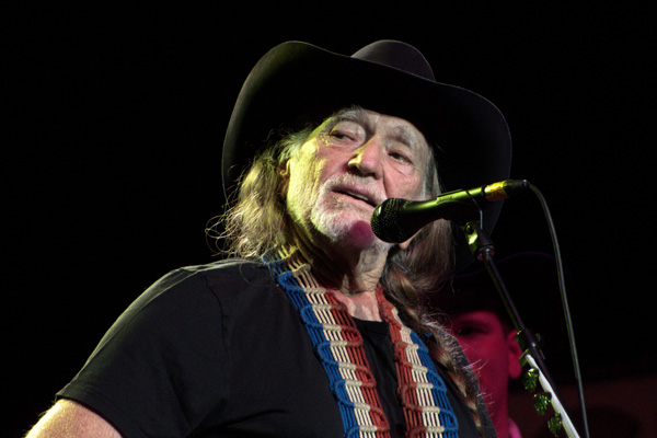 Willie Nelson singing
