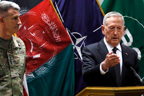 U.S. Defense Secretary James Mattis , right, and U.S. Army General John Nicholson, left, commander of U.S. Forces Afghanistan, hold a news conference in Kabul, Afghanistan on Aril 24. (DoD photo)