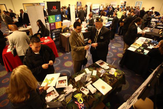US adds a robust 255K jobs; unemployment stays 4.9 pct